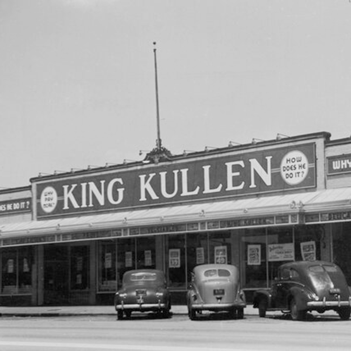 1930: The first American supermarket