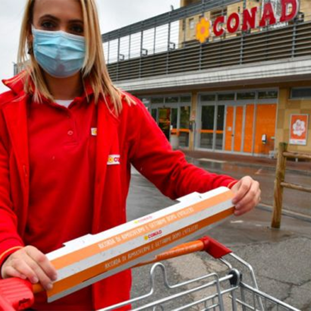 Conad tests <strong>recyclable handle&nbsp;covers </strong>for shopping carts