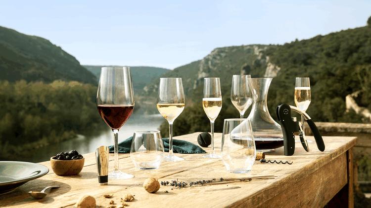Raise your glass with L'Atelier du Vin!