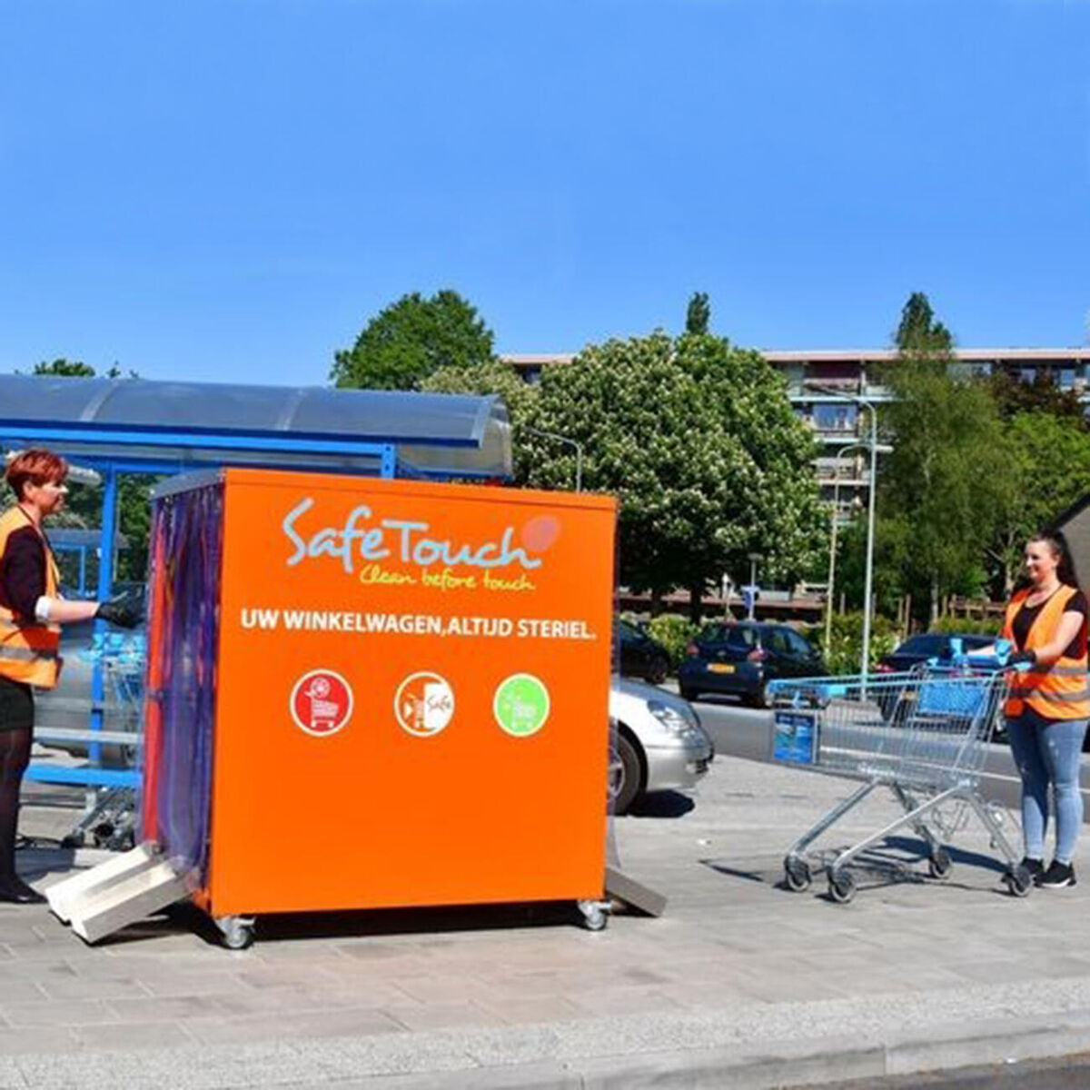Retailers experiment with&nbsp;<strong>cleaning shopping carts</strong>