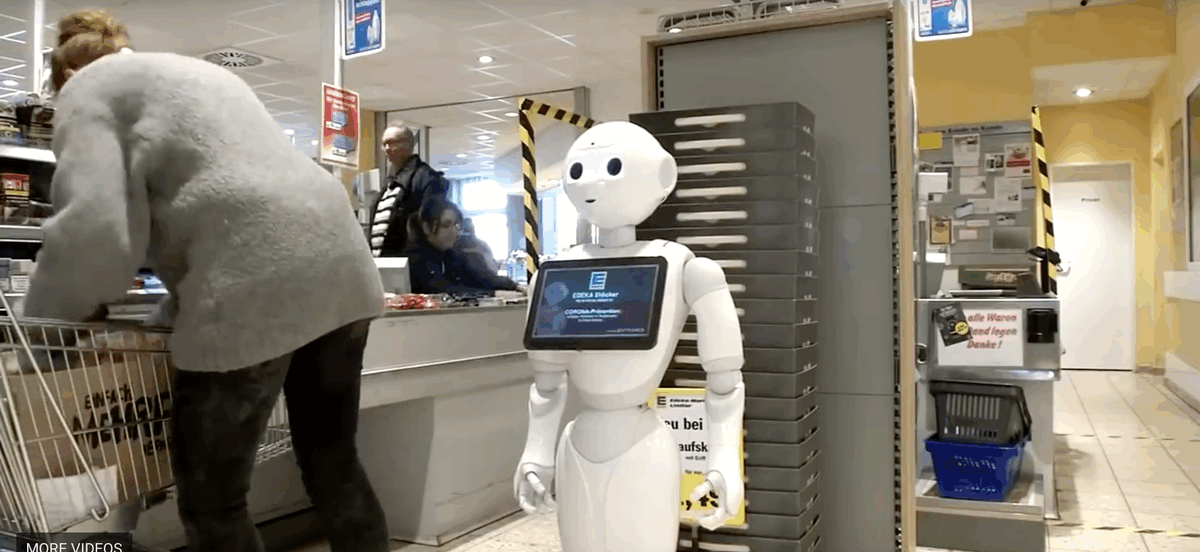 Robot gives&nbsp;<strong>COVID-19 tips</strong>